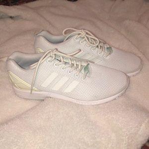 Adidas White Torsion tennis shoe
